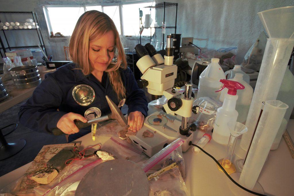 M. Musilová realizuje astrobiologický výskum. Foto: Niamh Shaw